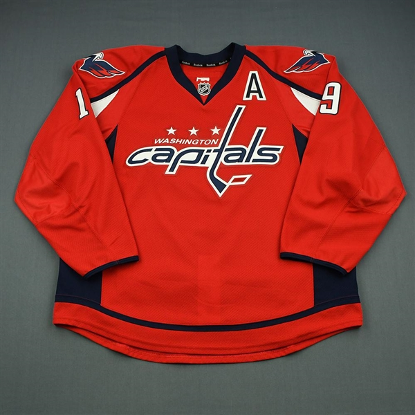 Backstrom, Nicklas<br>Red w/A - Verizon Center Set - Worn 12/3/13<br>Washington Capitals 2013-14<br>#19 Size: 56