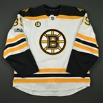 Beleskey, Matt<br>White Set 2 w/ NHL Centennial & Milt Schmidt Memorial Patches<br>Boston Bruins 2016-17<br>#39 Size: 56