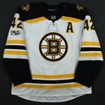 Backes, David<br>White Set 1 w/A, w/ NHL Centennial Patch - 500th Career Point<br>Boston Bruins 2017-18<br>#42 Size: 56