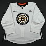 Acciari, Noel<br>White Practice Jersey w/ O.R.G. Packaging Patch <br>Boston Bruins 2017-18<br>#55 Size: 56
