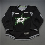 Benn, Jordie<br>Black Practice Jersey w/ UT Southwestern Medical Center Patch<br>Dallas Stars 2015-16<br>#24 Size: 56